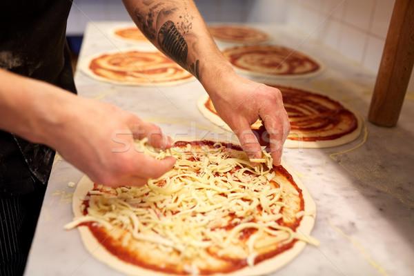 Cocinar queso rallado pizza pizzería alimentos cocina Foto stock © dolgachov