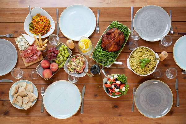различный продовольствие служивший деревянный стол кулинарный благодарение Сток-фото © dolgachov