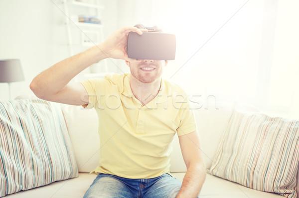 Młody człowiek faktyczny rzeczywistość zestawu okulary 3d technologii Zdjęcia stock © dolgachov