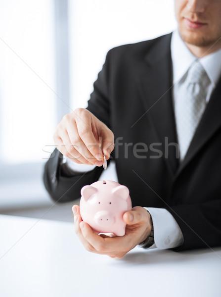 Hombre moneda pequeño alcancía Foto negocios Foto stock © dolgachov