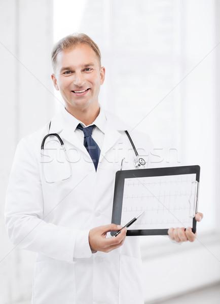 Férfi orvos sztetoszkóp mutat kardiogram egészségügy orvosi Stock fotó © dolgachov
