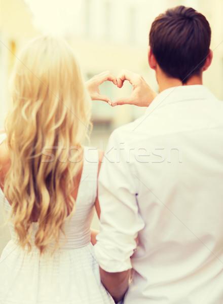 Stock fotó: Romantikus · pár · város · készít · szív · alak · nyár
