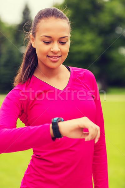 Mosolyog fiatal nő szívritmus óra sport fitnessz Stock fotó © dolgachov