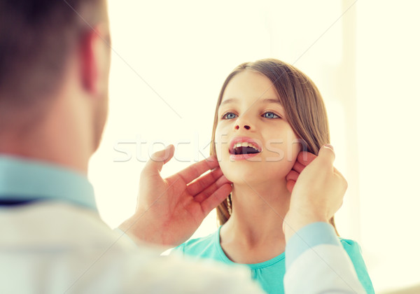 男性医師 女の子 医療 子 医療 少女 ストックフォト © dolgachov