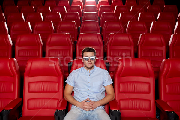 Fiatalember néz film 3D színház mozi Stock fotó © dolgachov