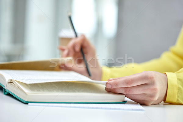女性 手 図書 教科書 人 ストックフォト © dolgachov