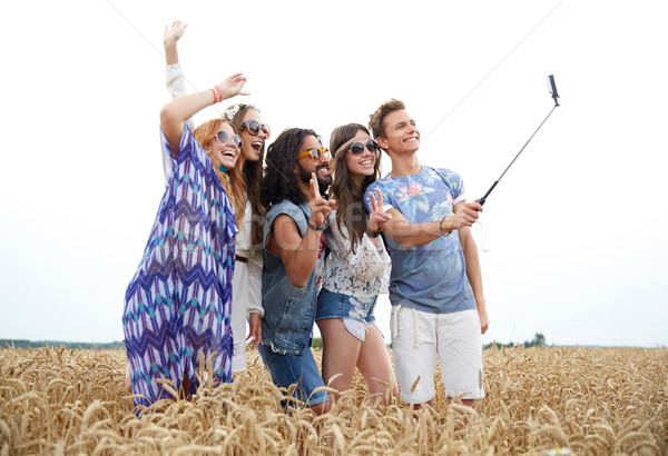 Hippie vrienden smartphone stick natuur zomer Stockfoto © dolgachov