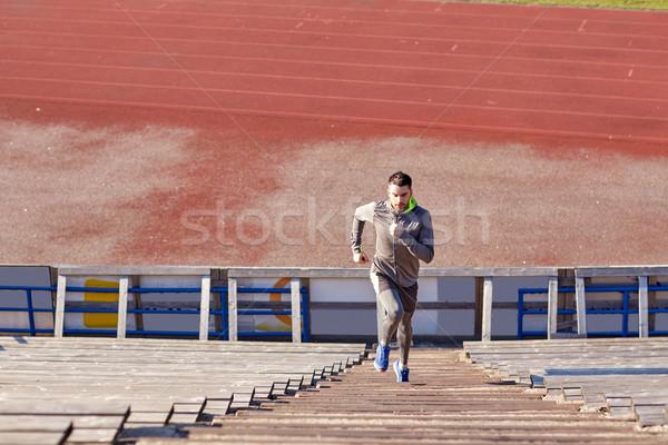 Adam çalışma üst katta stadyum uygunluk spor Stok fotoğraf © dolgachov