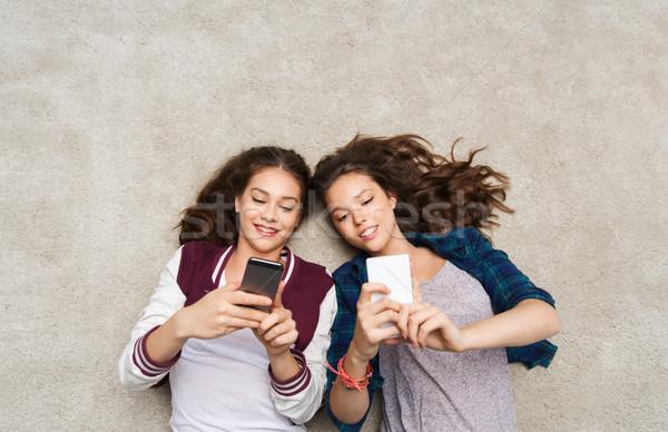 ストックフォト: 幸せ · 階 · スマートフォン · 人 · 友達