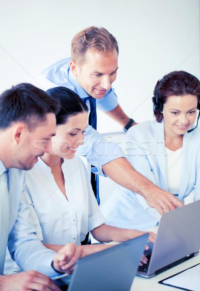 Grupo de personas de trabajo centro de llamadas Foto oficina negocios Foto stock © dolgachov