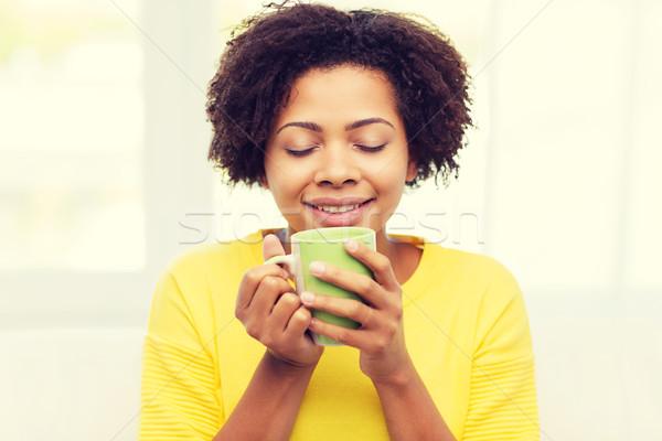 Сток-фото: счастливым · афроамериканец · женщину · питьевой · люди