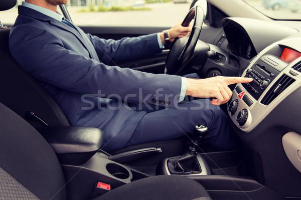 Genç takım elbise sürücü araba taşıma Stok fotoğraf © dolgachov