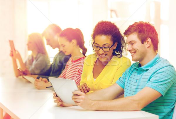 Foto stock: Sorridente · estudantes · olhando · escolas · educação