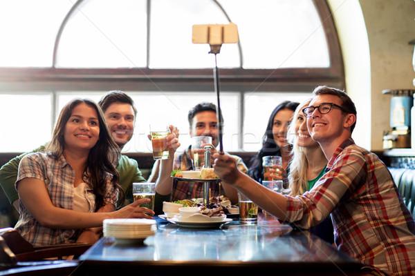 Felice amici stick bar pub persone Foto d'archivio © dolgachov