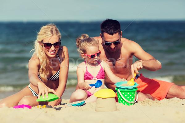 Stockfoto: Gelukkig · gezin · spelen · zand · speelgoed · strand · familie