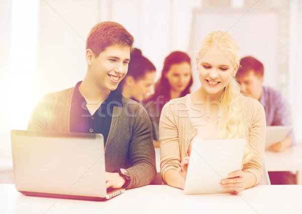 Stok fotoğraf: Iki · gülen · Öğrenciler · dizüstü · bilgisayar · eğitim
