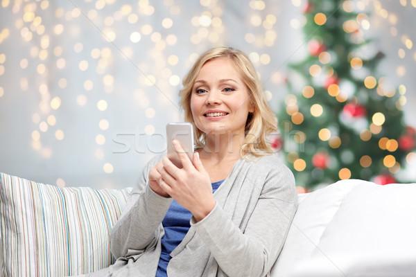 Photo stock: Femme · souriante · smartphone · Noël · personnes · communication