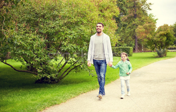 Gelukkig gezin lopen zomer park familie Stockfoto © dolgachov