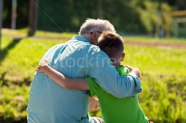 Nagyapa unoka ölel kint család generáció Stock fotó © dolgachov