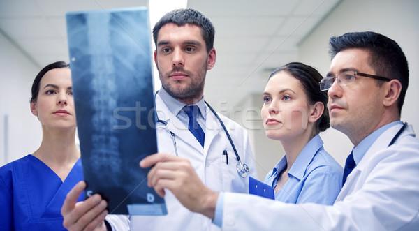 グループ 医師 見える X線 スキャン 画像 ストックフォト © dolgachov