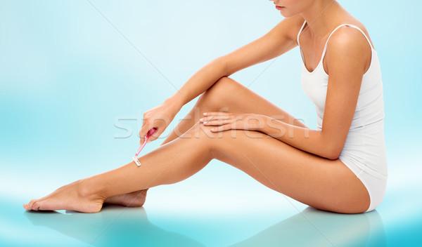 Vrouw veiligheid scheermes benen mensen schoonheid Stockfoto © dolgachov