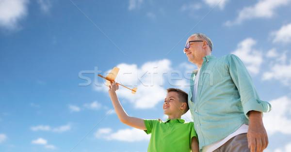 Сток-фото: старший · человека · мальчика · игрушку · самолет · небе