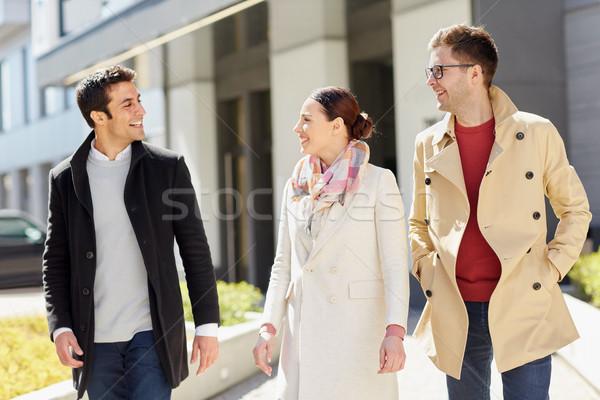 служащих друзей говорить городской улице бизнеса образование Сток-фото © dolgachov