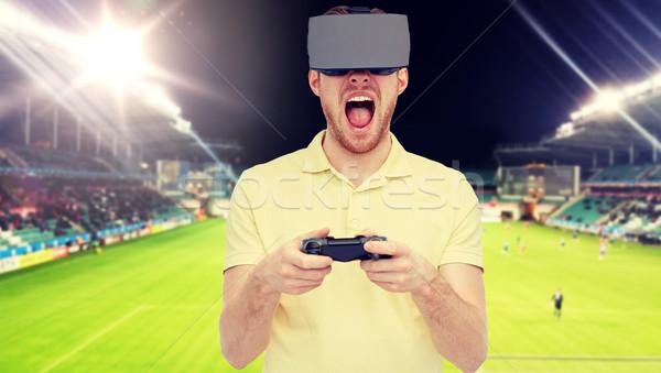 Hombre virtual realidad auricular campo de fútbol 3D Foto stock © dolgachov