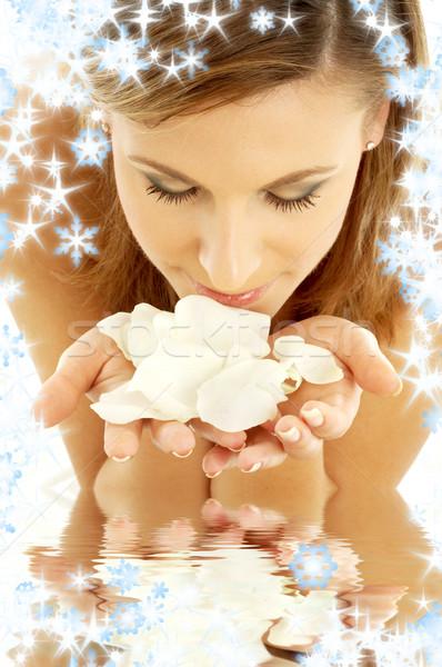 Stockfoto: Rozenblaadjes · water · sneeuwvlokken · vrouw · witte · steeg