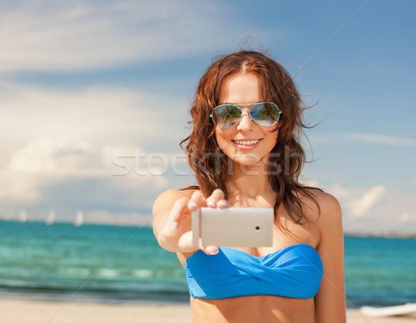 Vrouw bikini zonnebril vakantie strand mooie vrouw Stockfoto © dolgachov