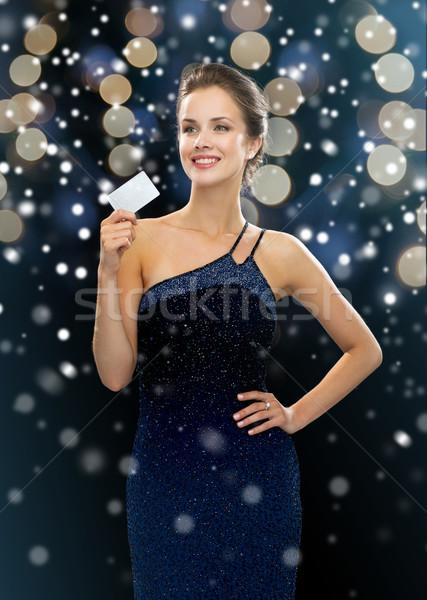 Mosolygó nő estélyi ruha tart hitelkártya vásárlás karácsony Stock fotó © dolgachov