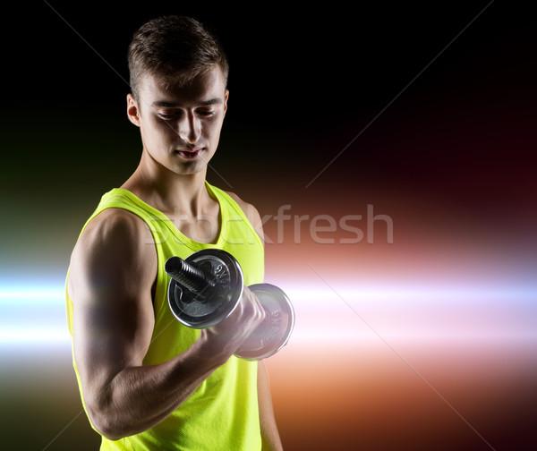 Fiatalember súlyzó bicepsz sport testépítés képzés Stock fotó © dolgachov