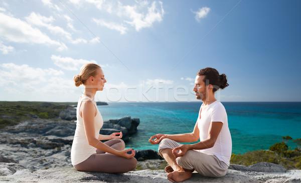 Stock fotó: Boldog · pár · meditál · lótusz · póz · tengerpart