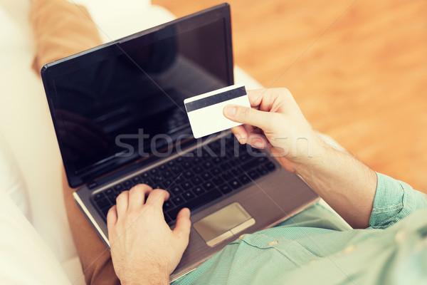 Stok fotoğraf: Adam · dizüstü · bilgisayar · kredi · kartı · teknoloji · alışveriş
