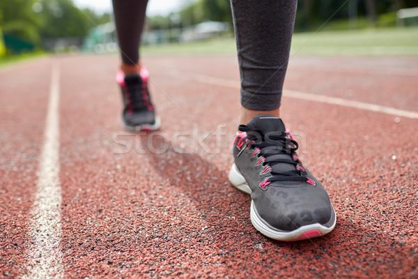 Mulher pé corrida seguir de volta Foto stock © dolgachov