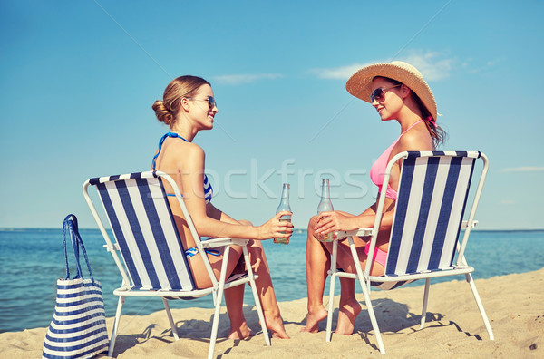 Gelukkig vrouwen zonnebaden strand zomervakantie reizen Stockfoto © dolgachov