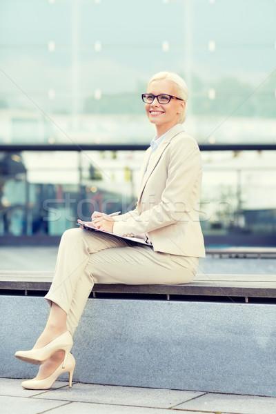 小さな 笑みを浮かべて 女性実業家 帳 屋外 ビジネスの方々 ストックフォト © dolgachov