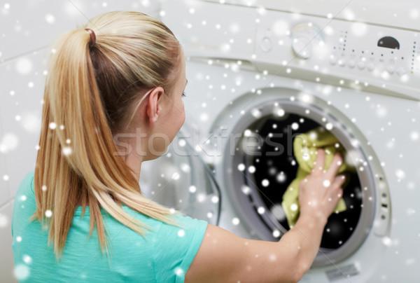 Mutlu kadın çamaşırhane yıkayıcı ev insanlar Stok fotoğraf © dolgachov
