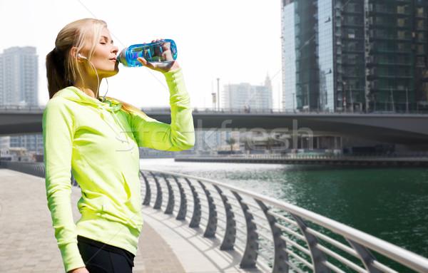 Nő ivóvíz sportok kint fitnessz sport Stock fotó © dolgachov