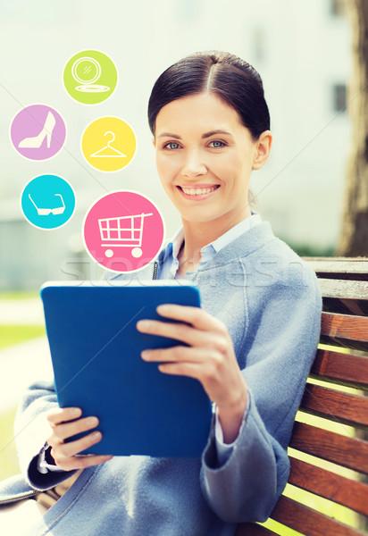 Glimlachend zakenvrouw stad business technologie Stockfoto © dolgachov