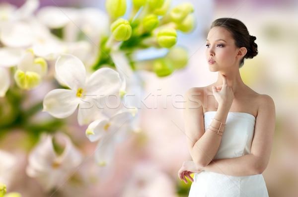 Güzel Asya kadın altın bilezik güzellik Stok fotoğraf © dolgachov