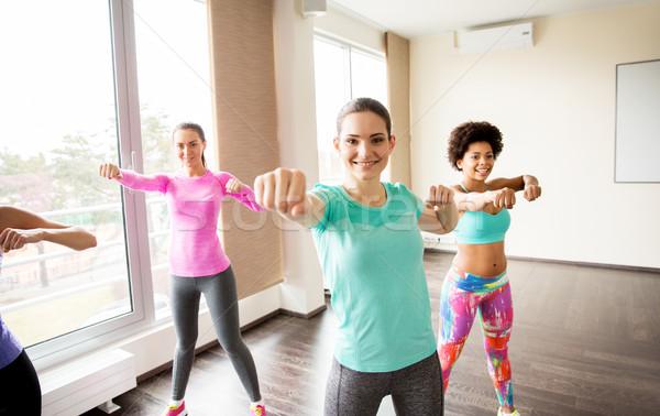 Grup mutlu kadın spor salonu uygunluk Stok fotoğraf © dolgachov