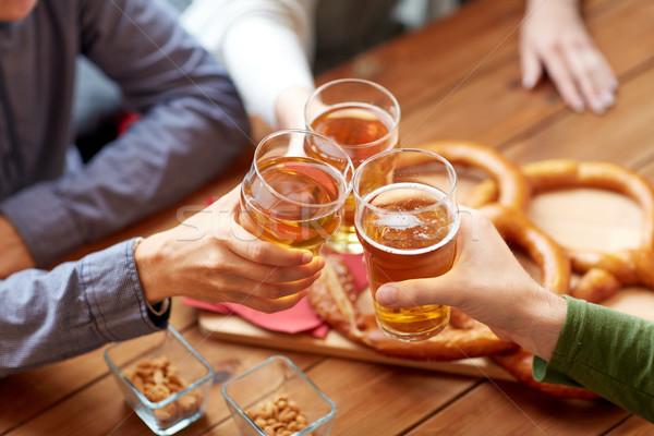 Stockfoto: Handen · bier · bar · pub · mensen