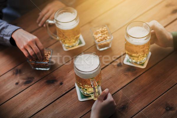 Stock foto: Hände · Bier · bar · Veröffentlichung · Menschen