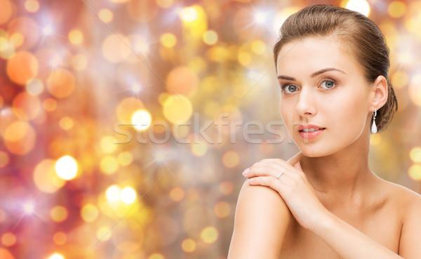 Gyönyörű nő gyémántgyűrű fülbevalók szépség luxus emberek Stock fotó © dolgachov