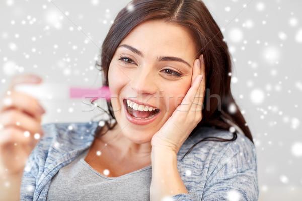 Gelukkig vrouw naar home zwangerschaptest zwangerschap Stockfoto © dolgachov