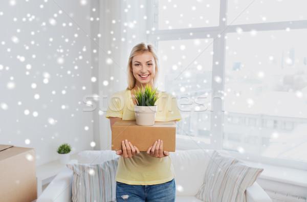 Uśmiechnięty młoda kobieta polu roślin domu ruchu Zdjęcia stock © dolgachov