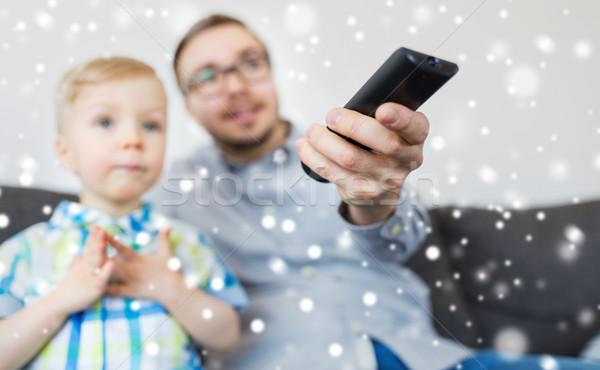Apa fia távoli néz tv otthon család Stock fotó © dolgachov