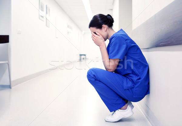 Szomorú sír női nővér kórház folyosó Stock fotó © dolgachov