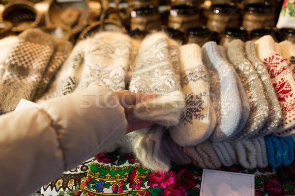 Kobieta zakupu wełniany rękawice christmas rynku Zdjęcia stock © dolgachov